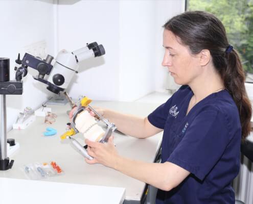 Zahntechnik vor Ort im eigenen Labor in München